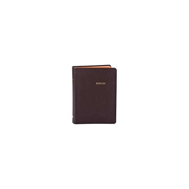 Bibelen i brunt ægte skind og med guldsnit